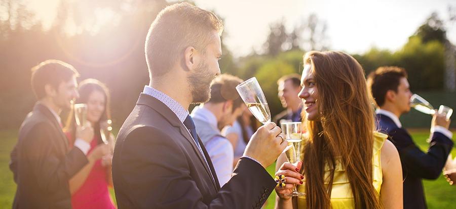 Me han invitado a una boda y soy amigo del novio, ¿qué hacer?