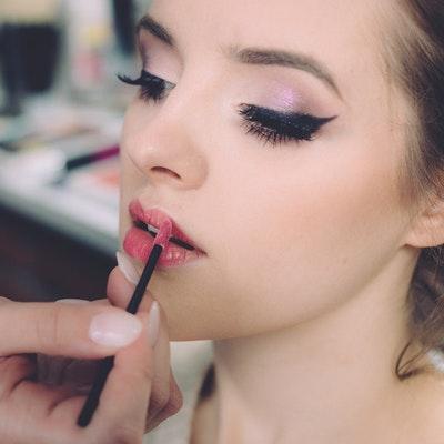 El maquillaje para invitada de boda perfecto en 8 pasos